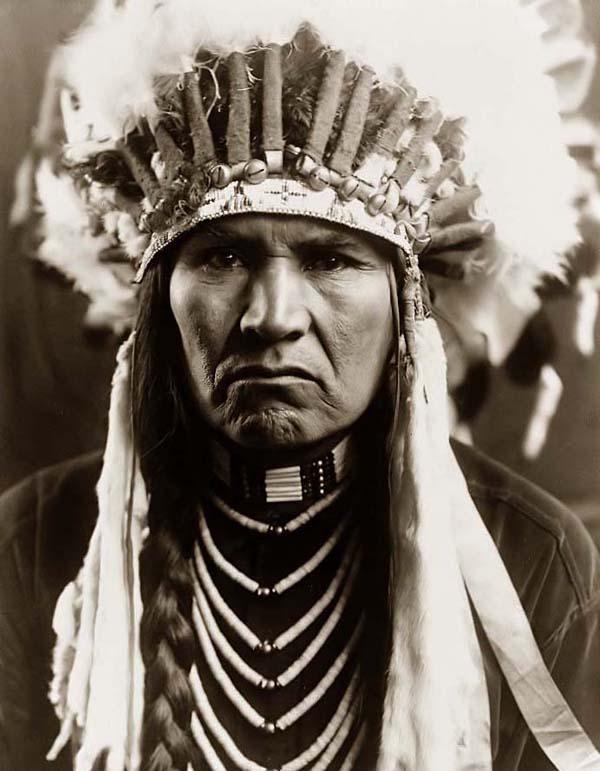 Assez Voyage dans l'histoire des indiens d'Amérique - À Lire ZT54