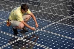 panneaux solaires technicien