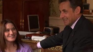 Nicolas Sarkozy est un « chouchou » pour Carla. Elle le piège dans une vidéo