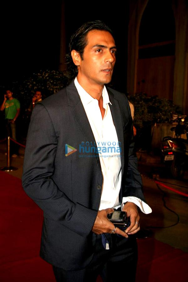 [PHOTOS] Arjun Rampal & Farah Khan at Star Parivaar awards