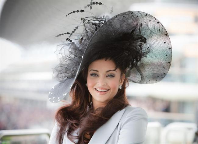 [PHOTOS] Aishwarya Rai en chapeau au Royal Ascot
