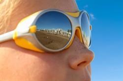 enfant lunettes de soleil