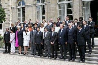 Remaniement : Un Mitterrand à la Culture, Frédéric Lefebvre potentiellement ... au chômage et la France potentiellement ... en faillite !