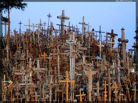 http://media.paperblog.fr/i/208/2088919/colline-croix-pres-siaulai-lituanie-L-1.jpeg