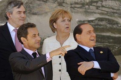 Berlusconi pense serrer Sarkozy dans ses bras. Loupé!