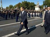 Pour juillet, Sarkozy réconcilie avec l'armée presse