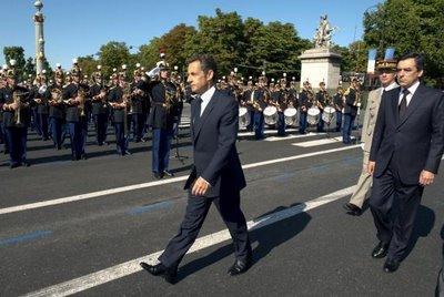 Pour le 14 juillet, Sarkozy se réconcilie avec l'armée et la presse