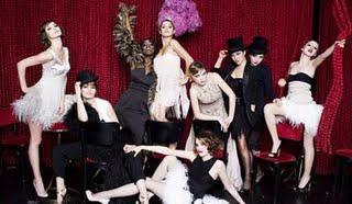 [photoshoot] Ambiance cabaret dans Paris Match