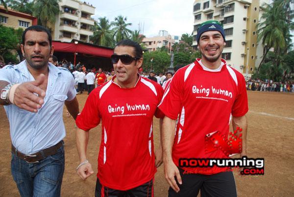 Still 2 - Salman, Sohail & Ranbir rock at Independence football match