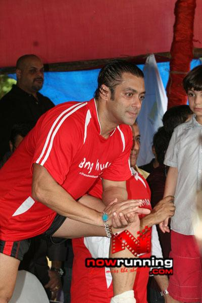 Still 22 - Salman, Sohail & Ranbir rock at Independence football match