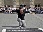 Quentin Mosimann Star parvis Notre-Dame.