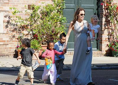 Angelina Jolie menace Brad Pitt !