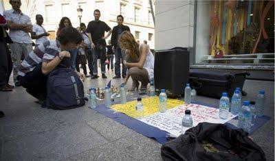 Une partie de jeu d'échecs sur un trottoir à Paris © S. Pouzet