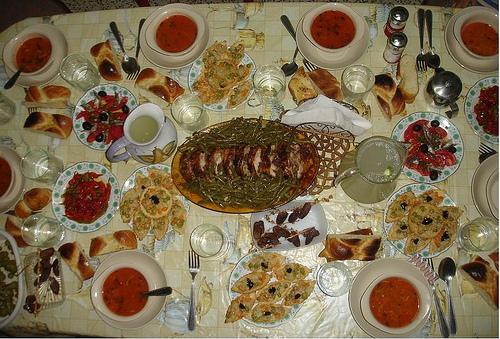 Ramadan Autour Dune Table De Ftour à Découvrir