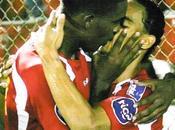 baiser entre sportifs stade Honduras crée polémique (photo vidéo)