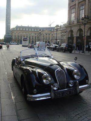 Une voiture près de la Place Vendôme
