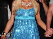 généreuse poitrine Paris Hilton est-elle naturelle