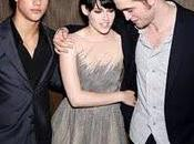 Robert Pattinson, Taylor Lautner, Kristen Stewart Chris Weitz Paris