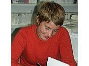 lisant Mona, d'Élise BLOT librairie EVADNE, Avignon
