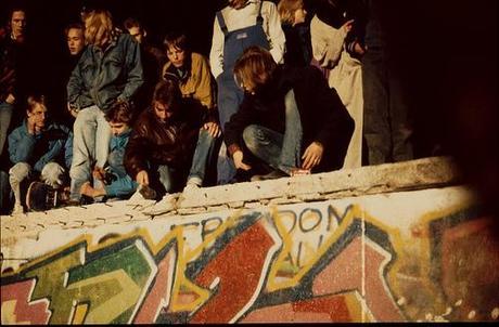 9 novembre 1989: chute du mur de Berlin (+ liens).