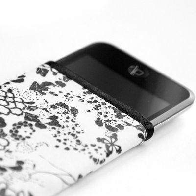 tribbes-iPhone-sleeve-08.jpg