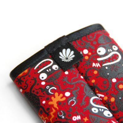 tribbes-iPhone-sleeve-03.jpg