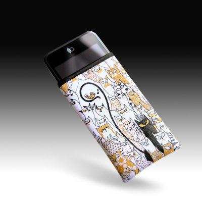 tribbes-iPhone-sleeve-09.jpg