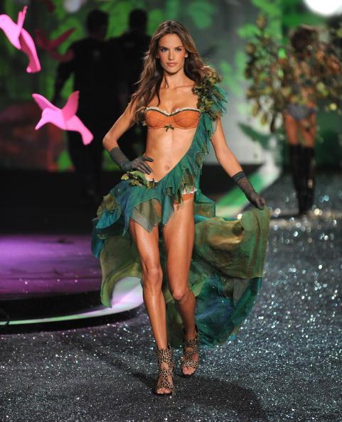 2009 Victoria�s Secret Fashion Show - Runway