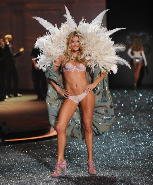 2009 Victoria�s Secret Fashion Show � Runway