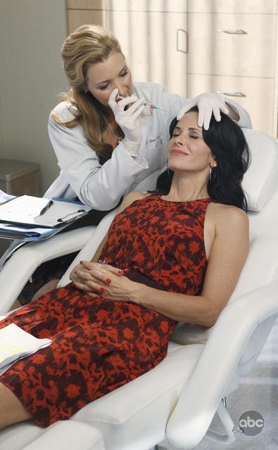 09/12 | PROMO : Les nouvelles images de Lisa Kudrow dans Cougar Town!