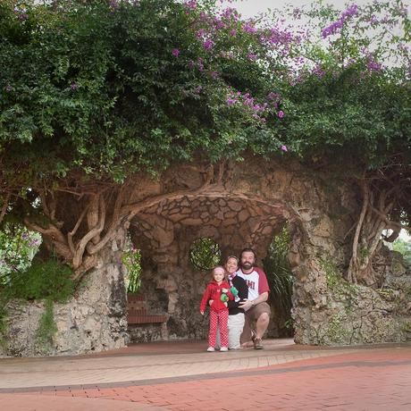 La famille dans une maison de Hobbit !