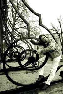 http://www.lefourneau.com/artistes/decorsonore/creations/instrument/portrait2.jpg