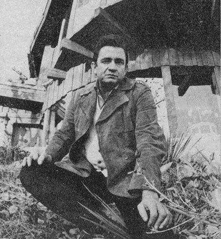 http://dylanesque.cowblog.fr/images/JohnnyCashHouse1969-copie-1.jpg