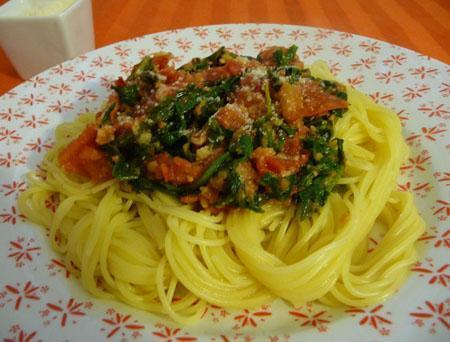 Spaghetti à la roquette et à la tomate