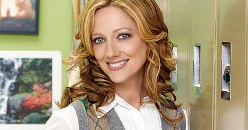 15/01 | CASTING : Judy Greer (Arrested D.) dans Modern Family