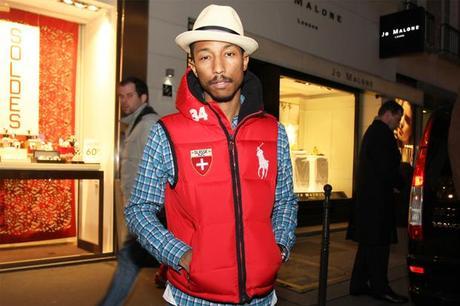 Post image for Pharrell Williams, sa doudoune rouge RL, ses Nike snowboarding