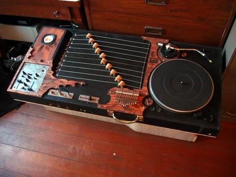http://www.kitundu.com/images/instruments/kalimba.jpg