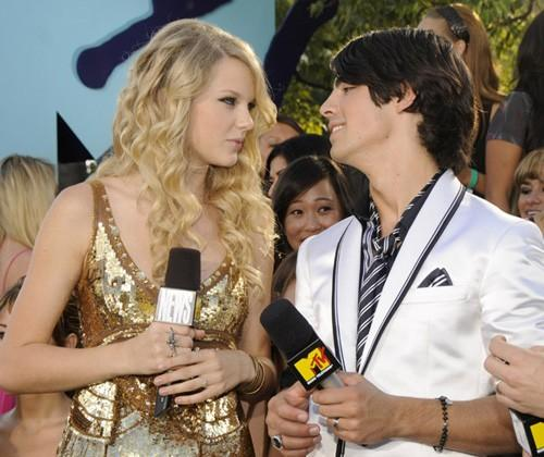 Joe Jonas reparle à Taylor Swift, son ex !
