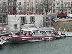TROIS autres REMORQUEURS-logements vus à PARIS-Arsenal