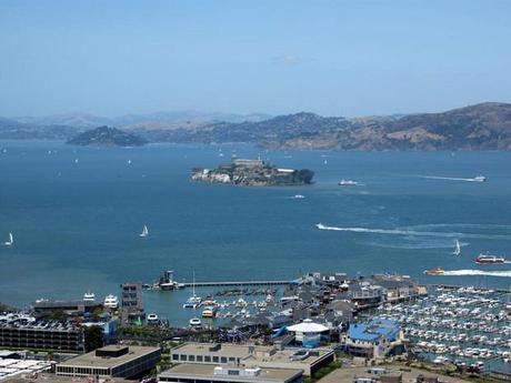 Alcatraz et Pier 39 depuis la Coit Tower à San Francisco, aux Etats-Unis
