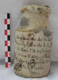 archeologie à hyeres trouvé un pot à moutarde