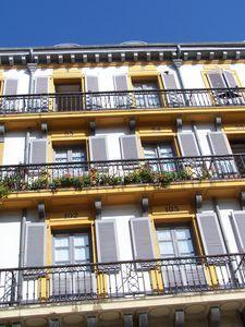 Donostia_Place_de_la_Constitution_zoom_