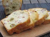 cake salé olives, basilic, chèvre jambon...idéal pour l'apéritif!