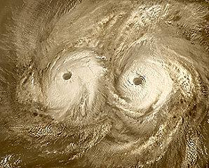 venus-This-Venus-Express-image-shows-the-twin-vortex-in-the.jpg