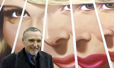 Dennis-Hopper-in-front-of-one-of-his-artworks-at-the-Stede.jpeg
