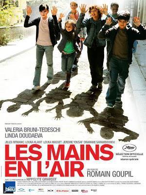 Les Mains en l'air - De Romain Goupil