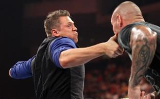 The Miz attaque Randy Orton