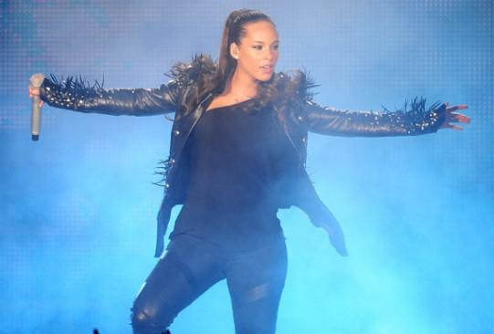 La chute d'Alicia Keys! Chacune son tour…
