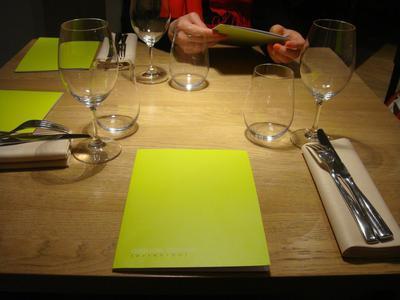 20100227 claude colliot 0 table Claude Colliot, restaurant (ChrisoScope)