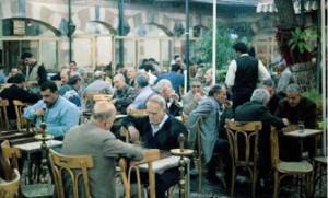 Cafés arabes : un élixir* de culture et de politique